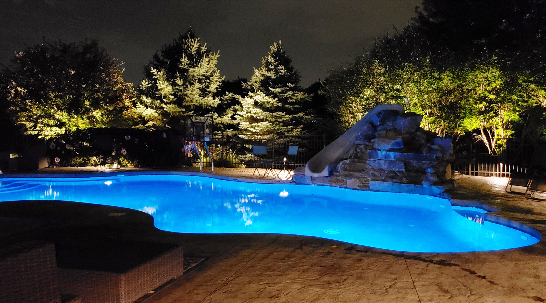 outdoor lighting contractor for pools and patio
