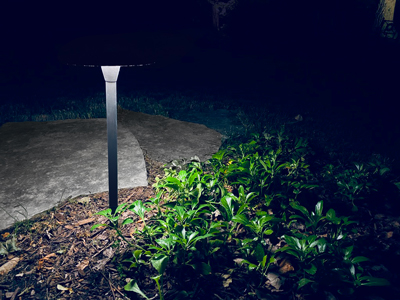 low voltage path lighting vs solar lights